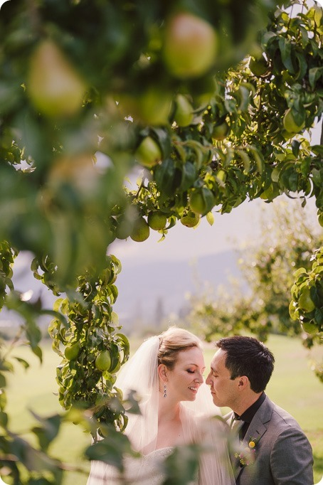 Kelowna-wedding-photographer_Harvest-Golf-Club_colourful-decor-theme__by-Kevin-Trowbridge-2