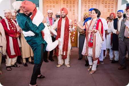 Sikh-Indian-wedding_Kelowna-Temple_Sparkling-Hill_112_by-Kevin-Trowbridge