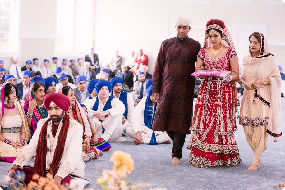 Sikh-Indian-wedding_Kelowna-Temple_Sparkling-Hill_138_by-Kevin-Trowbridge