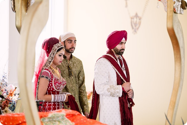 Sikh-Indian-wedding_Kelowna-Temple_Sparkling-Hill_160_by-Kevin-Trowbridge