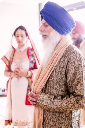 Sikh-Indian-wedding_Kelowna-Temple_Sparkling-Hill_70_by-Kevin-Trowbridge