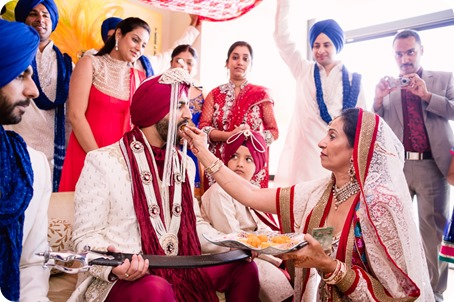 Sikh-Indian-wedding_Kelowna-Temple_Sparkling-Hill_77_by-Kevin-Trowbridge