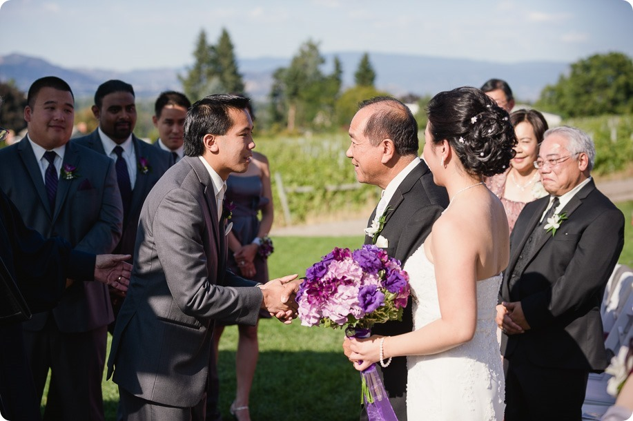 Traditional-Chinese-Tea-Ceremony-Summerhill-wedding-Kelowna-photographer_108_by-Kevin-Trowbridge