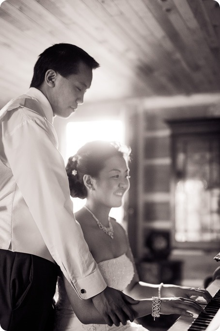 Traditional-Chinese-Tea-Ceremony-Summerhill-wedding-Kelowna-photographer_154_by-Kevin-Trowbridge