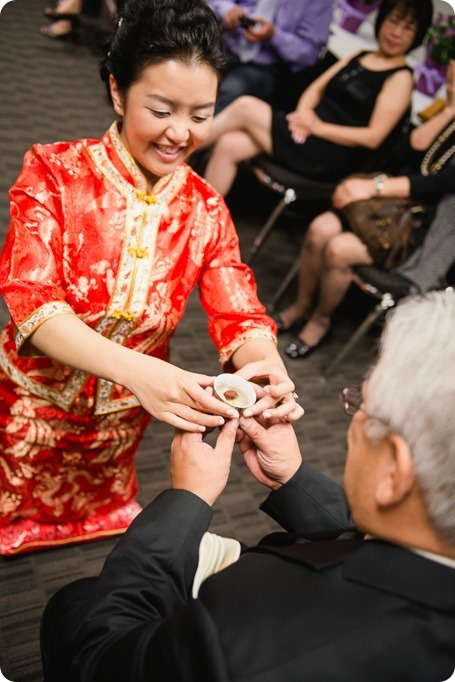 Traditional-Chinese-Tea-Ceremony-Summerhill-wedding-Kelowna-photographer_78_by-Kevin-Trowbridge