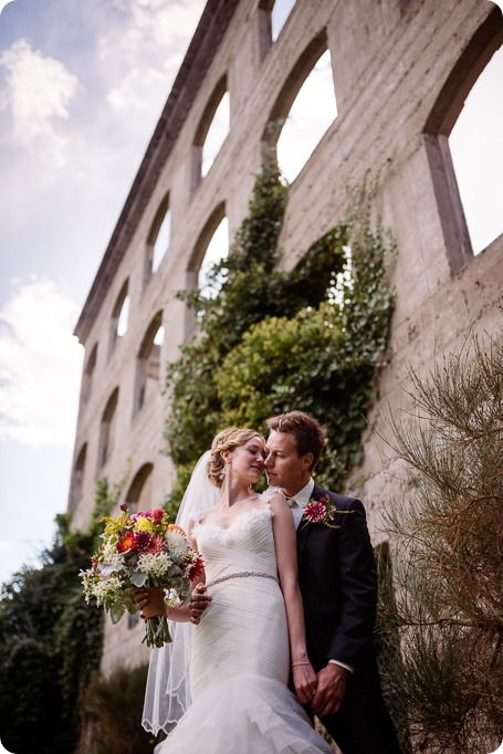 Kaleden-wedding_Linden-Gardens_vineyards-Okanagan-photographer_133035_by-Kevin-Trowbridge