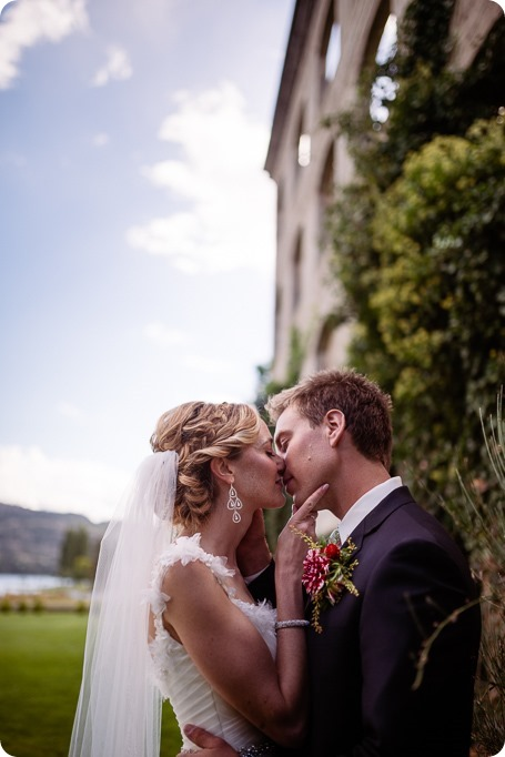 Kaleden-wedding_Linden-Gardens_vineyards-Okanagan-photographer_133123_by-Kevin-Trowbridge