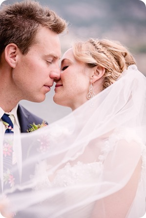 Kaleden-wedding_Linden-Gardens_vineyards-Okanagan-photographer_142422_by-Kevin-Trowbridge