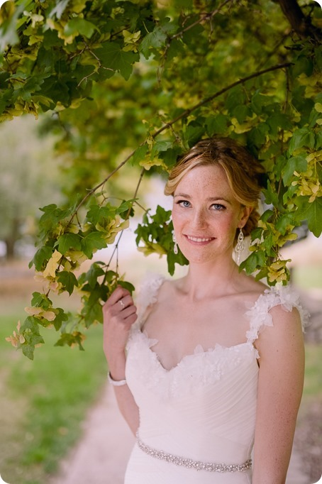 Kaleden-wedding_Linden-Gardens_vineyards-Okanagan-photographer_142627_by-Kevin-Trowbridge