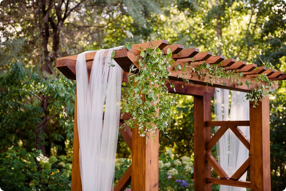 Kaleden-wedding_Linden-Gardens_vineyards-Okanagan-photographer_155624_by-Kevin-Trowbridge