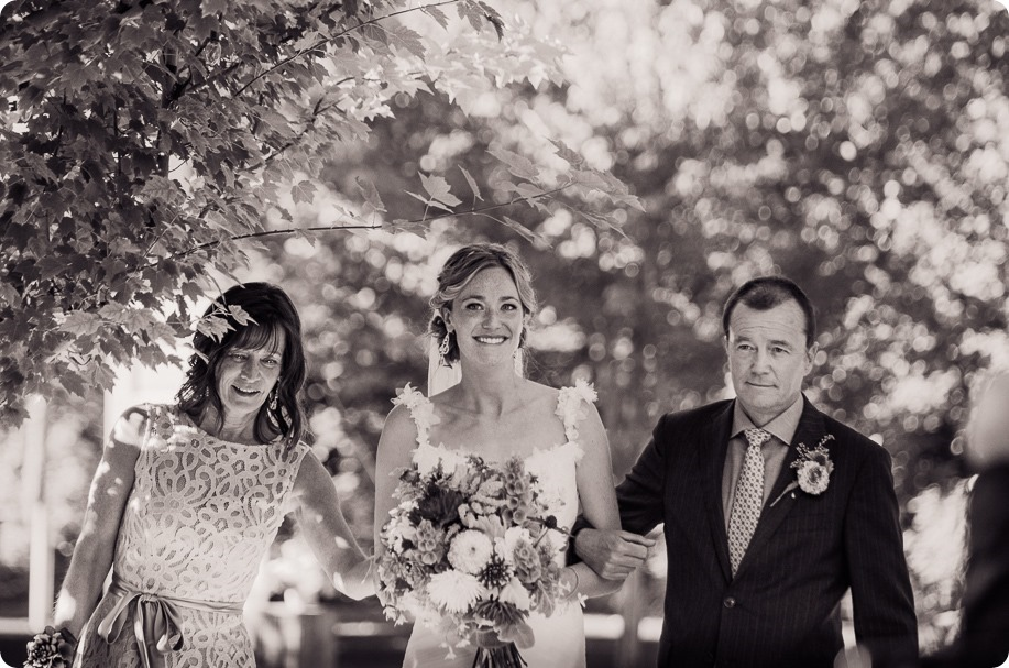 Kaleden-wedding_Linden-Gardens_vineyards-Okanagan-photographer_160628_by-Kevin-Trowbridge