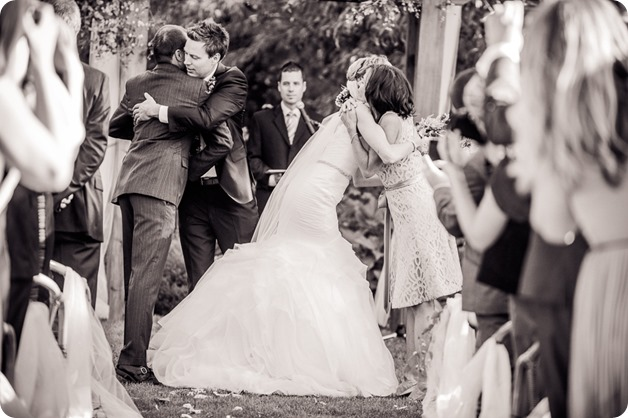 Kaleden-wedding_Linden-Gardens_vineyards-Okanagan-photographer_160708_by-Kevin-Trowbridge