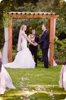 Kaleden-wedding_Linden-Gardens_vineyards-Okanagan-photographer_160742_by-Kevin-Trowbridge
