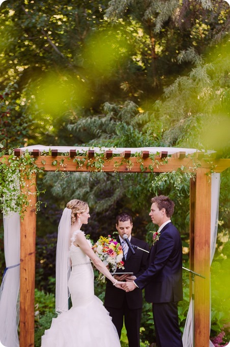 Kaleden-wedding_Linden-Gardens_vineyards-Okanagan-photographer_160941_by-Kevin-Trowbridge