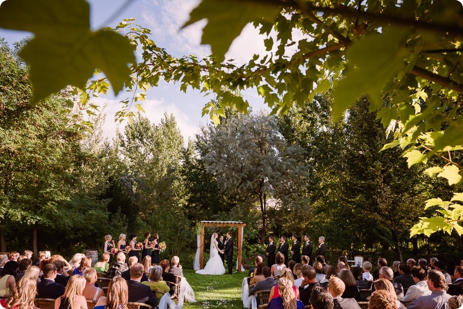 Kaleden-wedding_Linden-Gardens_vineyards-Okanagan-photographer_162132_by-Kevin-Trowbridge