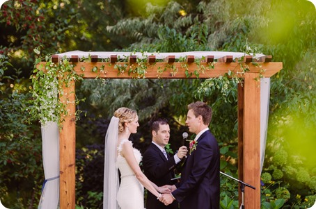 Kaleden-wedding_Linden-Gardens_vineyards-Okanagan-photographer_162222_by-Kevin-Trowbridge