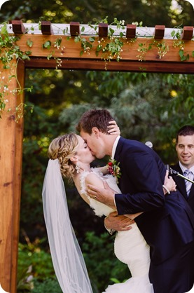 Kaleden-wedding_Linden-Gardens_vineyards-Okanagan-photographer_162941_by-Kevin-Trowbridge