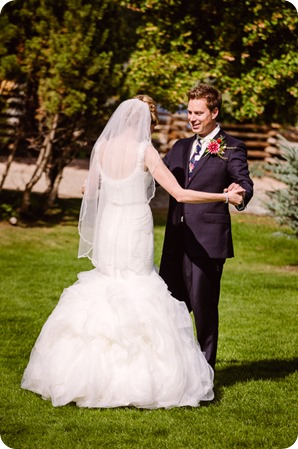 Kaleden-wedding_Linden-Gardens_vineyards-Okanagan-photographer__131234_by-Kevin-Trowbridge
