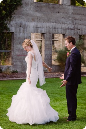 Kaleden-wedding_Linden-Gardens_vineyards-Okanagan-photographer__131257_by-Kevin-Trowbridge