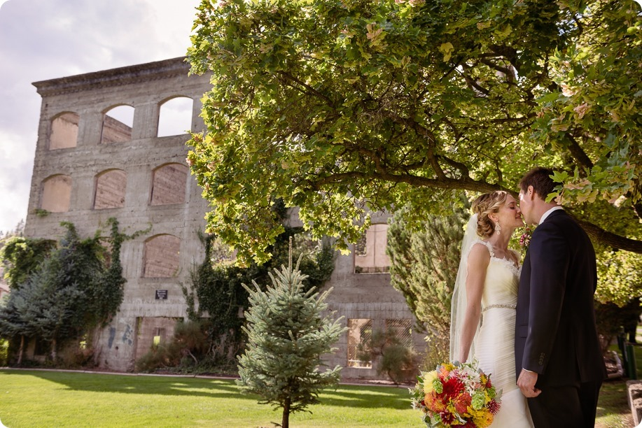 Kaleden-wedding_Linden-Gardens_vineyards-Okanagan-photographer__131849_by-Kevin-Trowbridge
