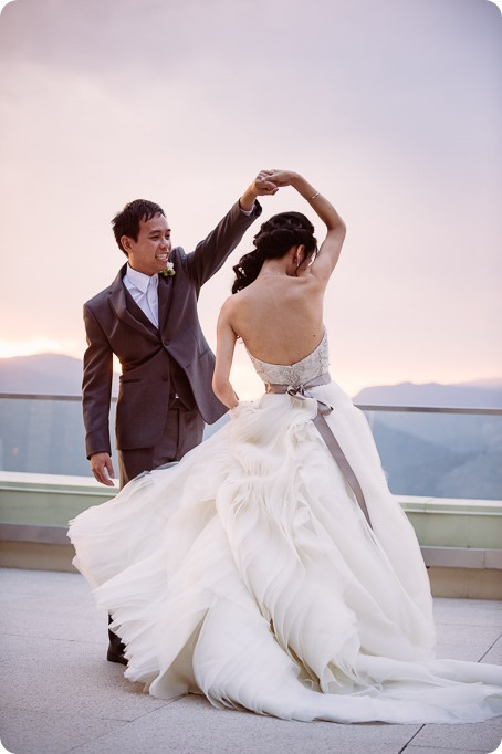 Sparkling-Hill-wedding_glamourous-crystal-decor_Lazaro-bridal-gown_187_by-Kevin-Trowbridge