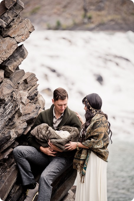 Banff-portraits_moss-forest_Fairmont-bohemian-family-session-newborn_01_by-Kevin-Trowbridge