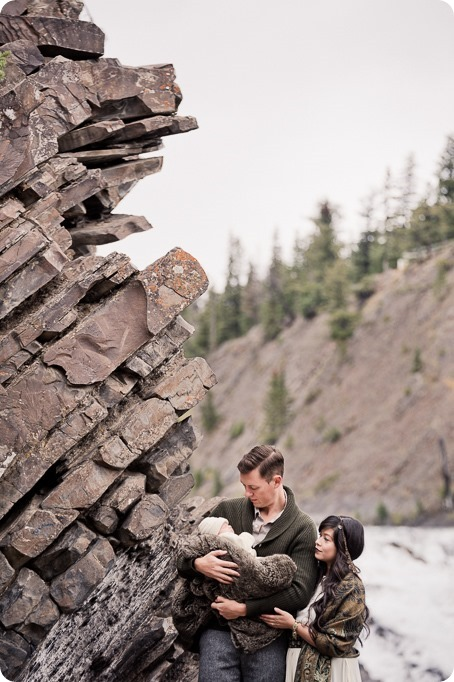 Banff-portraits_moss-forest_Fairmont-bohemian-family-session-newborn_04_by-Kevin-Trowbridge