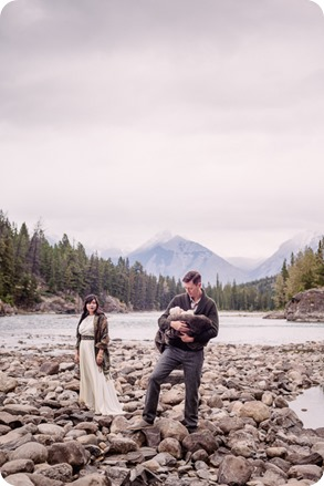 Banff-portraits_moss-forest_Fairmont-bohemian-family-session-newborn_10_by-Kevin-Trowbridge