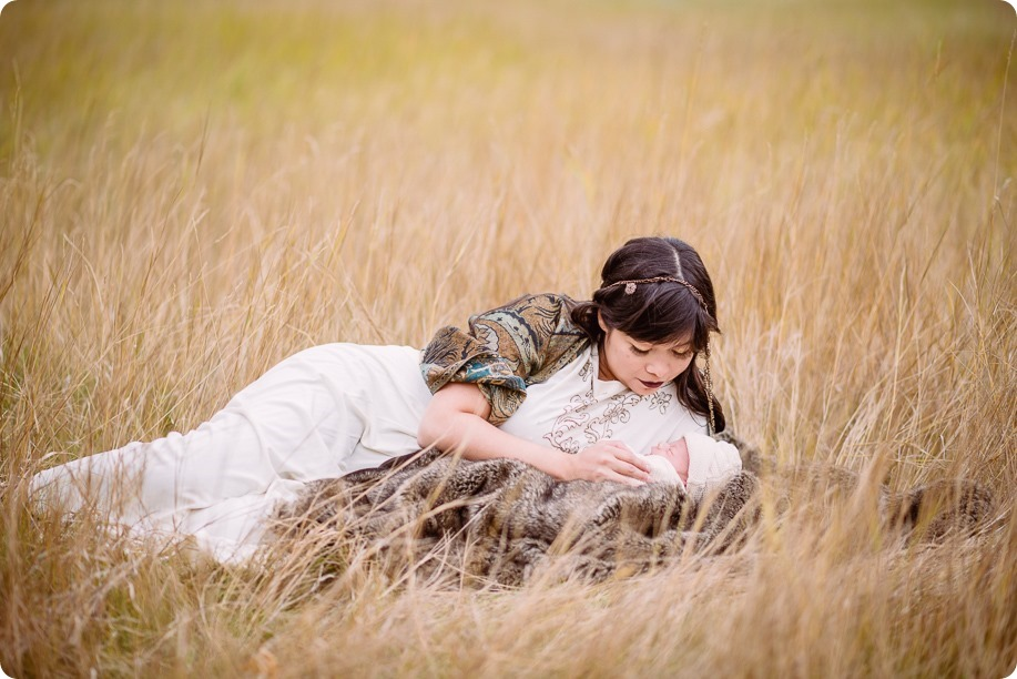 Banff-portraits_moss-forest_Fairmont-bohemian-family-session-newborn_24_by-Kevin-Trowbridge
