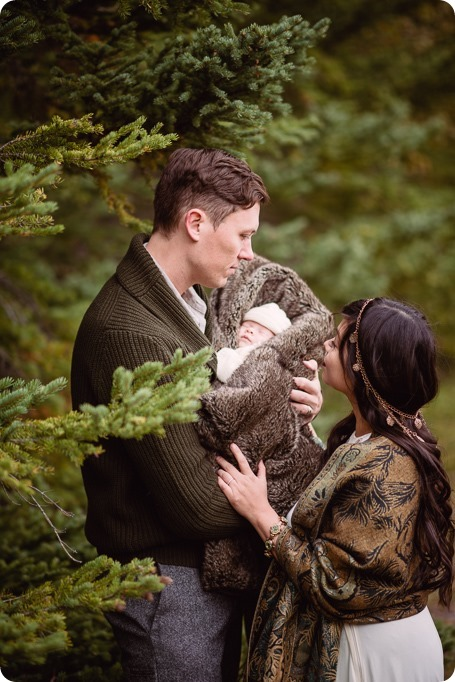 Banff-portraits_moss-forest_Fairmont-bohemian-family-session-newborn_30_by-Kevin-Trowbridge