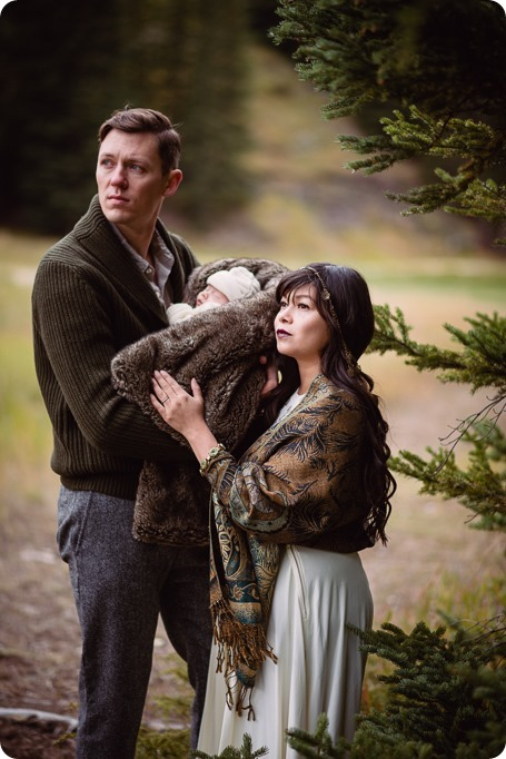 Banff-portraits_moss-forest_Fairmont-bohemian-family-session-newborn_31_by-Kevin-Trowbridge