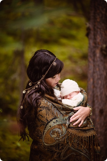Banff-portraits_moss-forest_Fairmont-bohemian-family-session-newborn_37_by-Kevin-Trowbridge