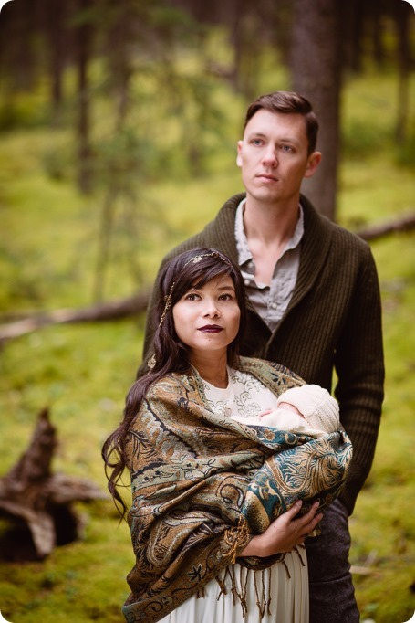 Banff-portraits_moss-forest_Fairmont-bohemian-family-session-newborn_40_by-Kevin-Trowbridge
