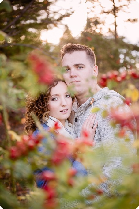 Kelowna-wedding-photographer_Okanagan-engagement-session-Fintry-park__41335_by-Kevin-Trowbridge