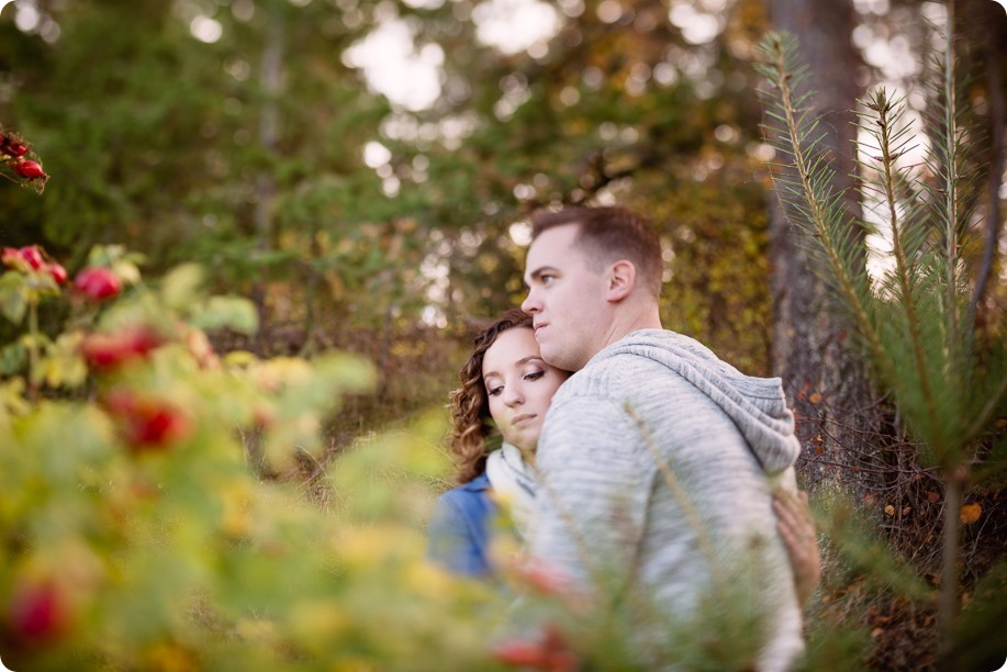 Kelowna-wedding-photographer_Okanagan-engagement-session-Fintry-park__86428_by-Kevin-Trowbridge