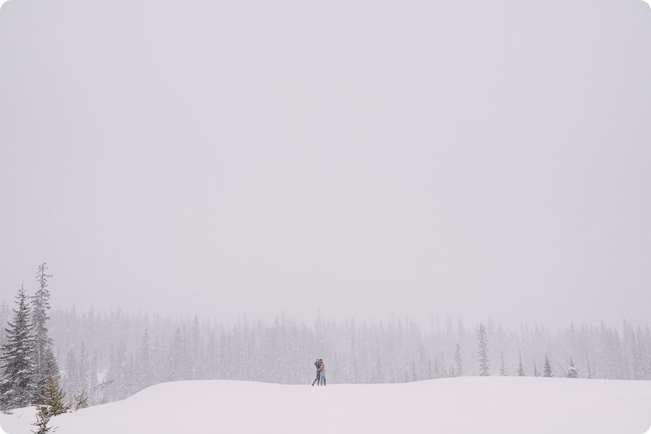 Big-White-engagement-session_Okanagan-photographer_snowy-winter-couples-portraits__82006_by-Kevin-Trowbridge