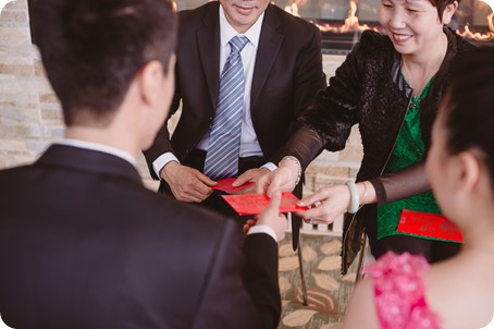 Sparkling-Hill-wedding-photography_Chinese-Tea-Ceremony_winter-wedding__46049_by-Kevin-Trowbridge