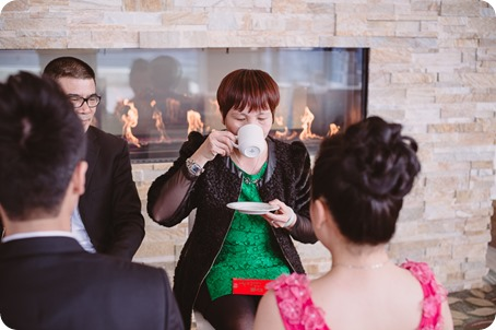 Sparkling-Hill-wedding-photography_Chinese-Tea-Ceremony_winter-wedding__46051_by-Kevin-Trowbridge