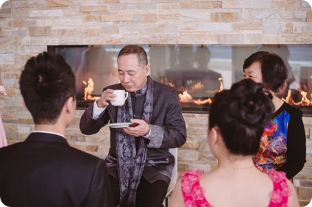 Sparkling-Hill-wedding-photography_Chinese-Tea-Ceremony_winter-wedding__46064_by-Kevin-Trowbridge