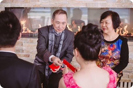 Sparkling-Hill-wedding-photography_Chinese-Tea-Ceremony_winter-wedding__46065_by-Kevin-Trowbridge