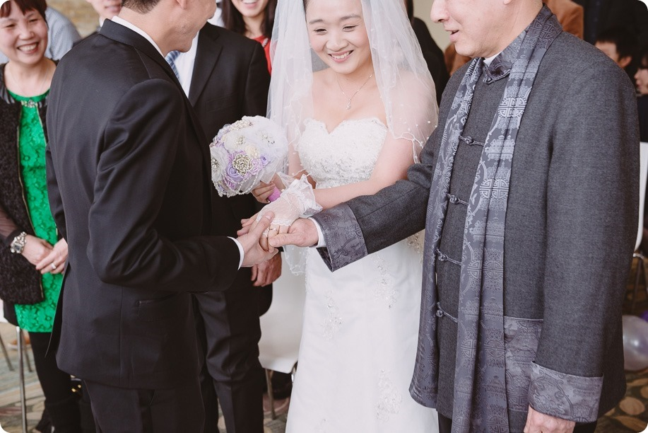 Sparkling-Hill-wedding-photography_Chinese-Tea-Ceremony_winter-wedding__81176_by-Kevin-Trowbridge