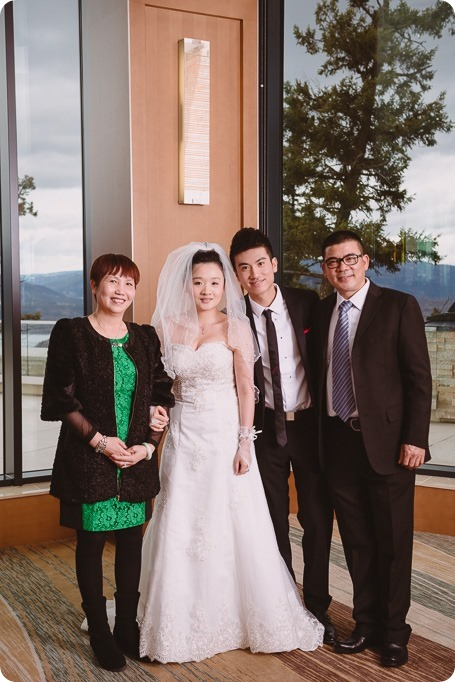 Sparkling-Hill-wedding-photography_Chinese-Tea-Ceremony_winter-wedding__81329_by-Kevin-Trowbridge