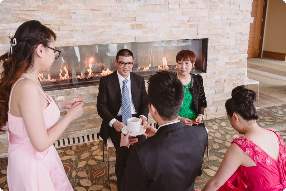 Sparkling-Hill-wedding-photography_Chinese-Tea-Ceremony_winter-wedding__81516_by-Kevin-Trowbridge