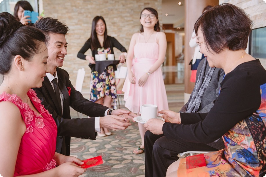 Sparkling-Hill-wedding-photography_Chinese-Tea-Ceremony_winter-wedding__81550_by-Kevin-Trowbridge