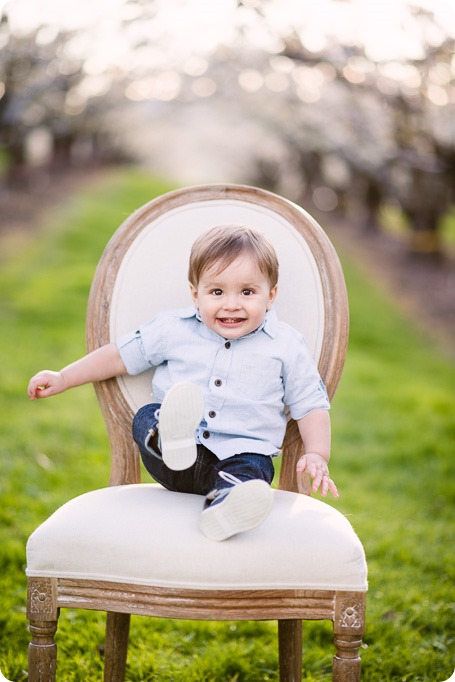 Cake-Smash_portrait-session-in-cherry-blossom-orchard_Kelowna_48_by-Kevin-Trowbridge