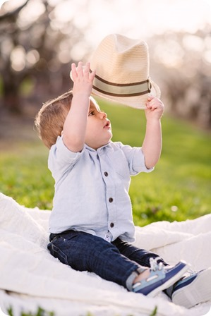 Cake-Smash_portrait-session-in-cherry-blossom-orchard_Kelowna_54_by-Kevin-Trowbridge