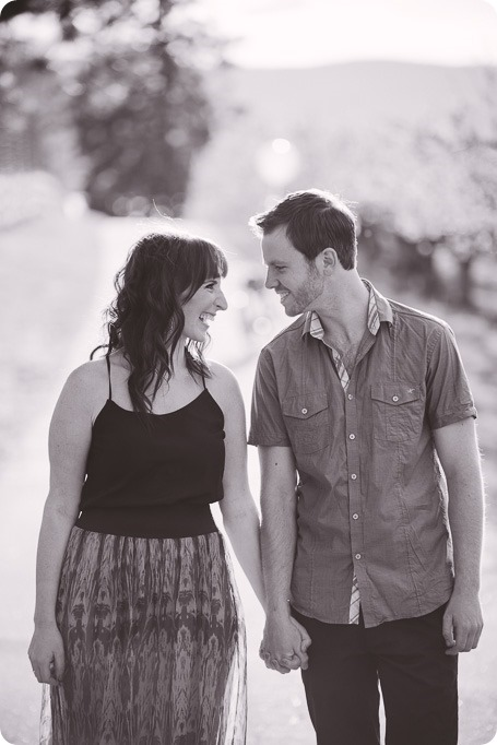 Kelowna-wedding-photographer_cherry-blossom-engagement-session_sunset-couples-portraits_tandem-bike__85533_by-Kevin-Trowbridge