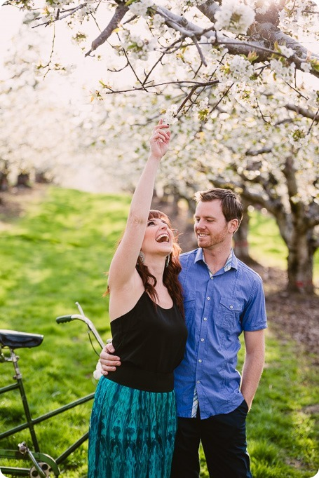 Kelowna-wedding-photographer_cherry-blossom-engagement-session_sunset-couples-portraits_tandem-bike__85706_by-Kevin-Trowbridge