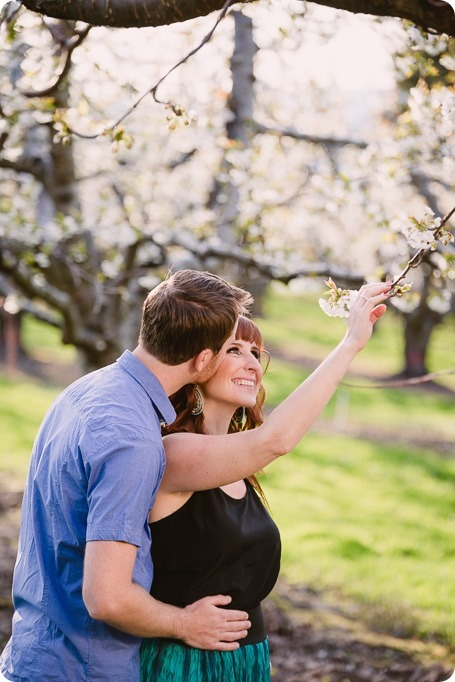 Kelowna-wedding-photographer_cherry-blossom-engagement-session_sunset-couples-portraits_tandem-bike__85719_by-Kevin-Trowbridge