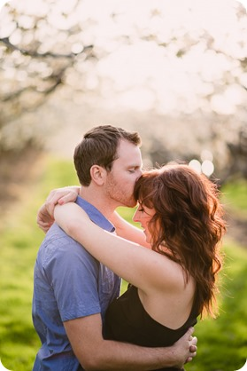 Kelowna-wedding-photographer_cherry-blossom-engagement-session_sunset-couples-portraits_tandem-bike__85774_by-Kevin-Trowbridge